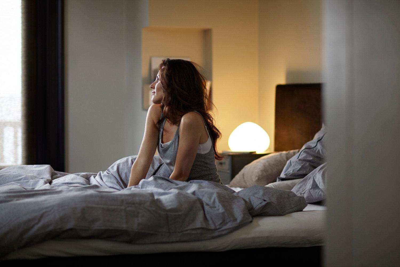 In che modo l'illuminazione influisce sul ritmo circadiano? Luce, oscurità e ciclo del sonno
